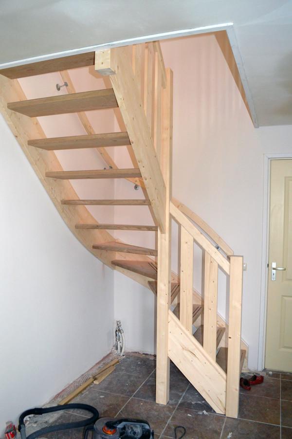 Bouwbedrijf harmsen vaassen houten trap - Houten trap monteer ...